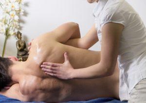 Muskelschmerzen durch Verspannungen lassen sich mit Massagen lindern